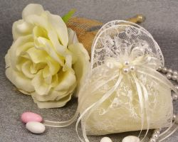 WEDDING FAVOR POUCH LACE PEARL