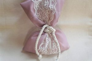 WEDDING FAVOR TAFFETA BAG W LACE ΒΟΥ1003 1
