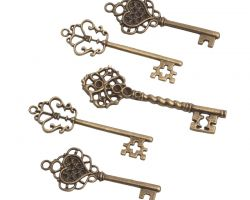 decorative metallic vintage keys 1
