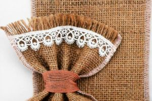 WEDDING FAVOR BURLAP LACE POUCH PLM16907 1
